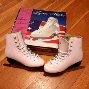 American 512 girls white figure skates like new